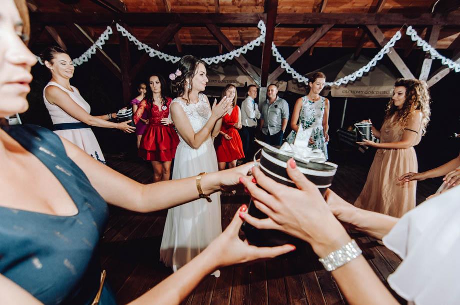 fotografia ślubna w stodole