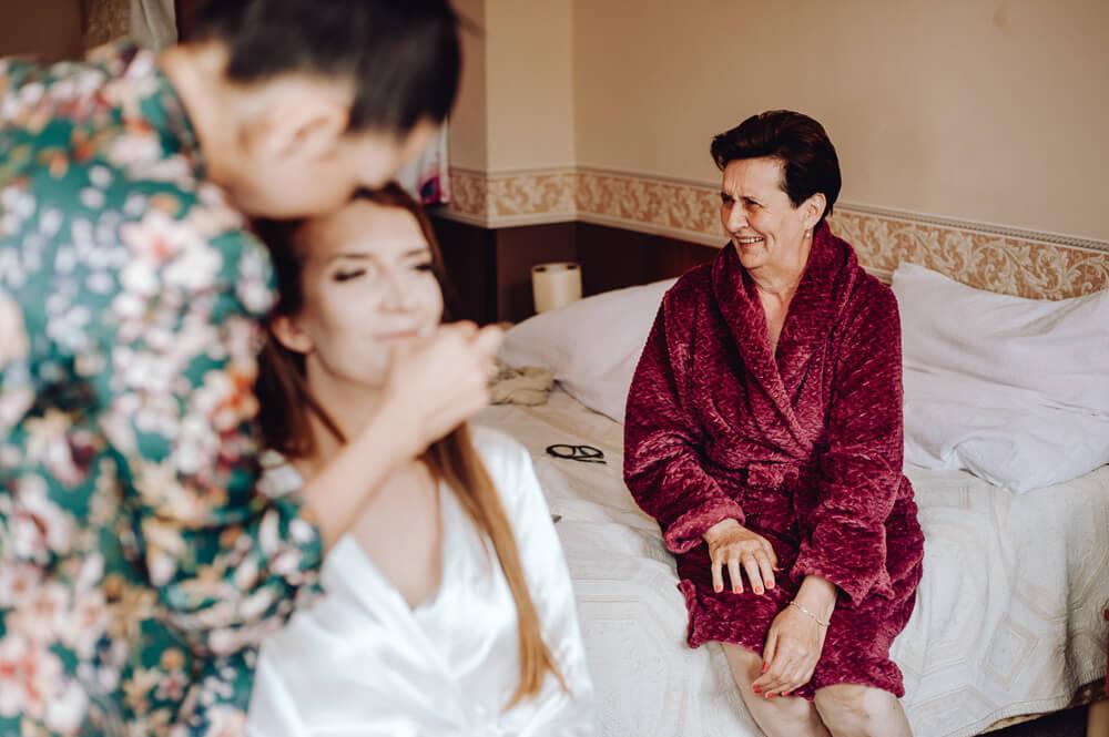 sesja z przygotowań do ślubu