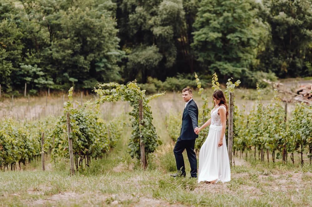 plenerowa sesja ślubna w winnicy