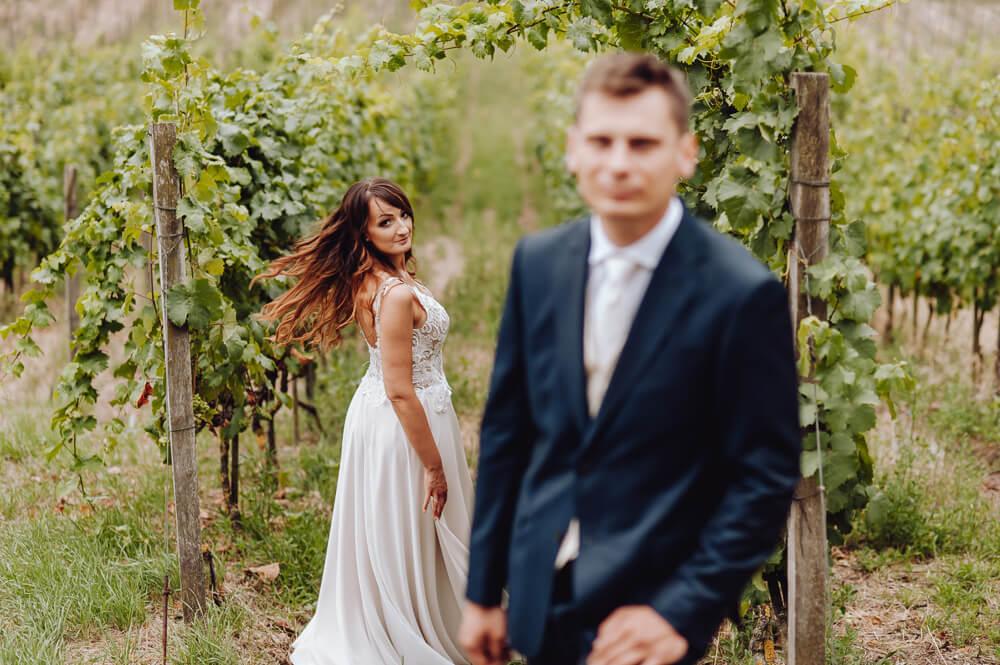 sesja ślubna w plenerze Winny Dworek