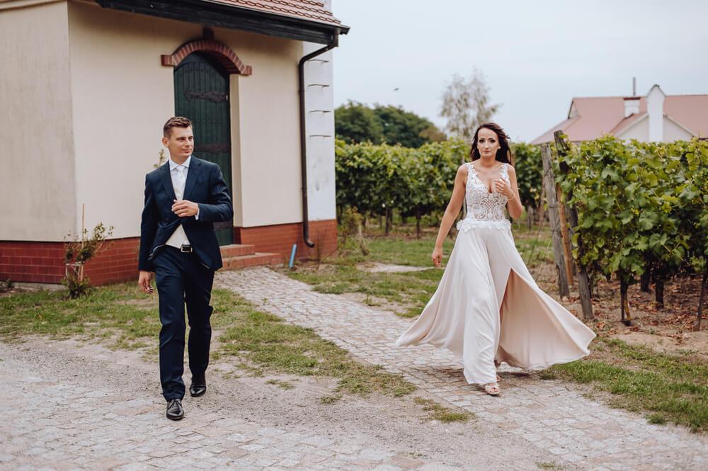 plenerowa sesja po ślubie