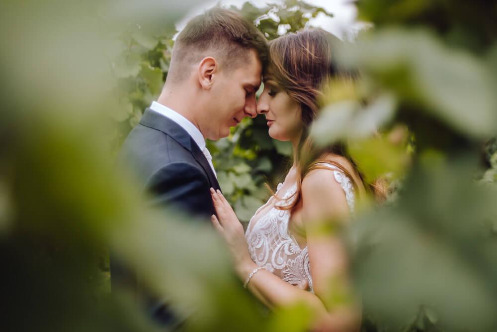 panna młoda z panem młodym sesja ślubna