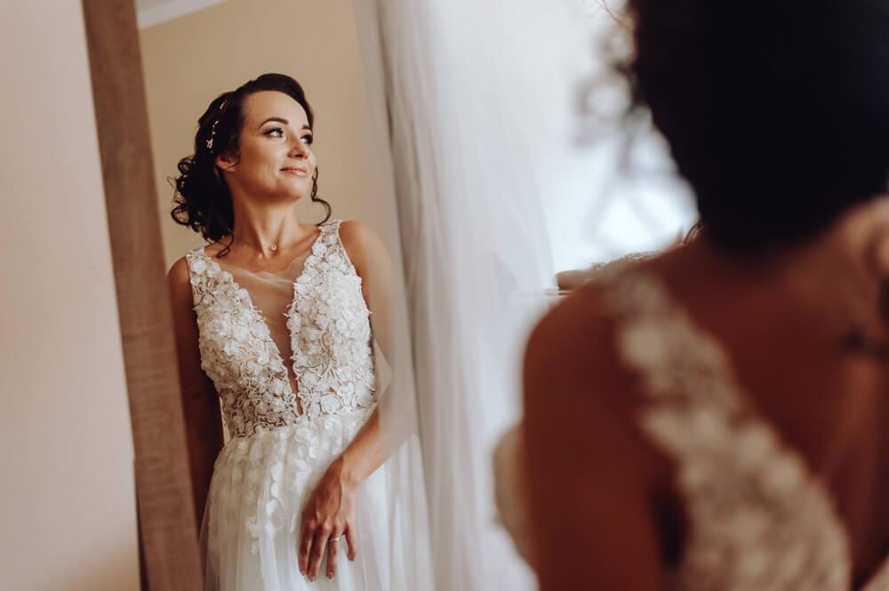 fotografia ślubna z przygotowań panny młodej